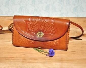 Tooled leather purse, leather purse, leather shoulder bag, boho leather bag, tooled leather bag, vintage leather bag, 70s leather bag