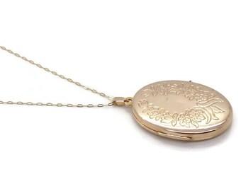 Vintage Gold Locket, Locket Necklace, Gold Locket, Flower Locket, Gold Locket Pendant, Vintage Locket, Oval Locket, Large Gold Locket