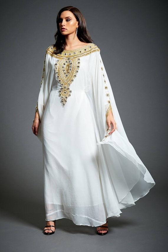 Gold necklace with name in arabic-dubai-moroccan-kaftan-dress