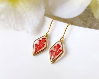 Resin / earring / red / Real Flower Jewelry, Pressed flowers, Dangle Earring, Cool Earring, Resin Earring, Gift for her, Botanical, Boho