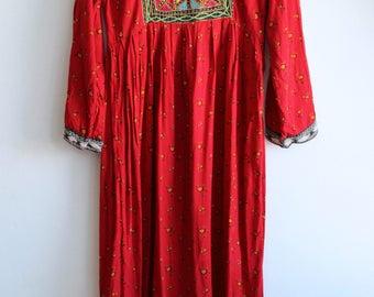 Kuchi Dress Vintage 1970's / Afghani Embroidered Folk Dress / bohemian gypsy Goddess