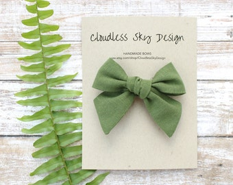 hair bows, green bow, girls hair bow, school hair bow, hair bow for girls, baby hair bow, fall bow, green bow clip, tied bow