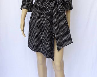 Quarter Sleeve Round Neck Black Dress