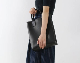 Black leather tote bag/cowhide leather tote/leather bag for work/leather laptop tote/everyday tote/sturdy leather bag/Valentines day gift