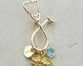 RN Krankenschwester medizinische Stethoskop handgestempelt personalisierte Anfangsbuchstaben Graduierung Geschenk Gold-Ton Brosche
