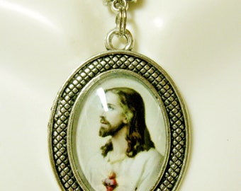 Sacred heart of Christ pendant and chain - AP05-336