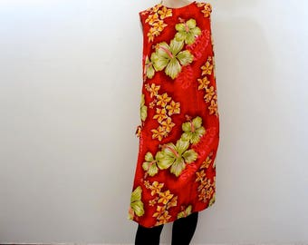 1960s Red Hawaiian Dress - tropical floral print cotton shift - vintage tiki attire size M