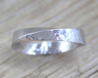 Mobius Wedding Band, Mobius Band, Mobius Ring, Hammered Wedding Band, Modern Mobius Strip Ring, Gold Infinity Ring, Gold Mobius Wedding Band