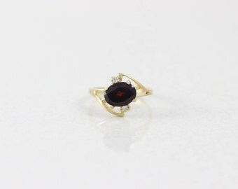 10k Yellow Gold Garnet and Diamond Ring Size 4