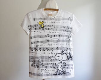 vintage Snoopy t-shirt - 1990s 90s retro Peanuts tshirt - cotton tee shirt Woodstock music notes - women size small medium s m