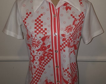 Vintage 70s Short Sleeve Polyester Button Down Red and White Flower Shirt