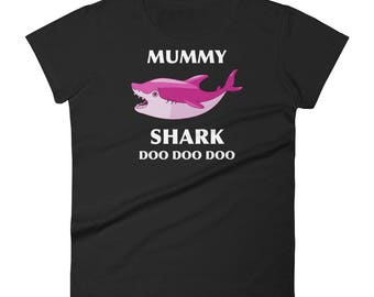 Mummy Shark Doo Doo Doo Shark Family Shark Lover Mommy Shark Mom Shark Mom Birthday Gift Women's short sleeve t-shirt
