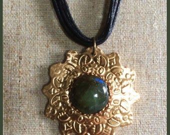 Talisman necklace in bronze and labradorite gemstone made entirely by hand.