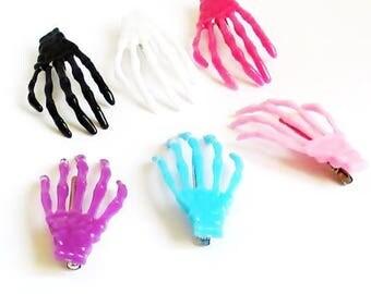 Set of 2 skeleton hands hair clip