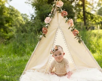 S Pompom toddler teepee / Kids play tent/ toddler teepee photo prop