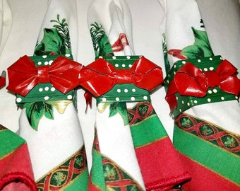 Vintage Christmas Napkin Rings,Set of 6,Christmas Present Napkin Rings,Christmas Napkin Rings, Holiday Table,Holiday Napkin Rings,Green,Red