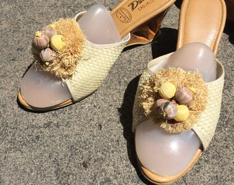 50's Raffia Bobble Carved Wooden Wedge Heel Slip On Sandals ~ Open Toe Sandal Womens size 5 and a half 5.5 1950's
