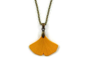 Collier feuille de ginkgo biloba jaune, collier fantaisie feuille d'automne, collier nature éco-responsable en plastique peint (CD recyclé)