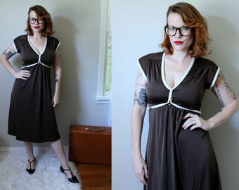 Vintage Brown Jersey Dress // 1970's Empire Waist V-Neck Midi Dress with Tie Waist // Act I Full Skirt Boho Prairie Hippie