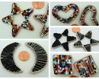 Décoration formes diverses en fil métal et rocaille noire ou multicolore à suspendre ou coudre