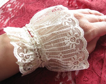 Lace Wrist bracelet Lace Cuff  bracelet Shabby bracelet Ivory Bracelet Gift for girlfriend Lace wedding Wristbands Lace cuff