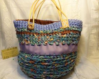 Panier cabas crocheté, tissu recyclé crocheté, sac tissu recyclé, corbeille textile bleu vert.