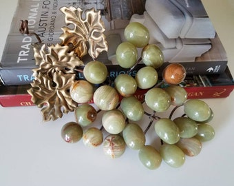 Vintage green onyx grape cluster with metal stem and leaves // stone grapes // onyx // midcentury grape decor // boho // rocks // stone