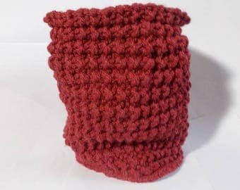 snood in Burgundy acrylic yarn