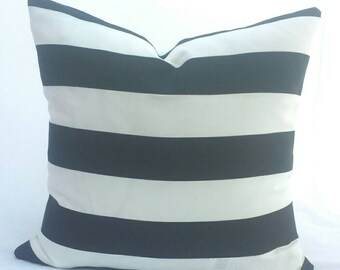 Sale!!! Indoor/Outdoor Black and White cushion cover.  Multiple sizes available.