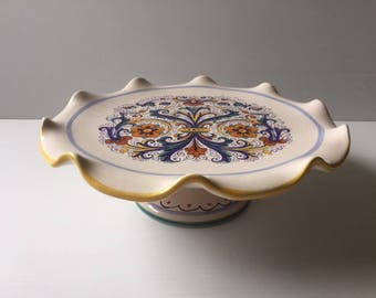 Deruta pedestal serving plate with scalloped edges
