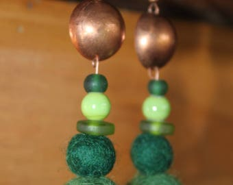 Earrings in copper and boiled wool - Green