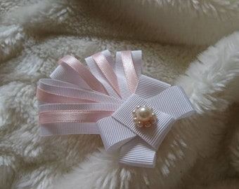 Sanding brooch for blouse with pearl