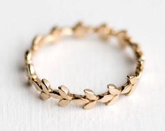 Vine Wedding Band in 14k Gold // 14k Gold Vine Wedding Ring // Intricate Organic Leaf Eternity Ring Design in 14k Gold