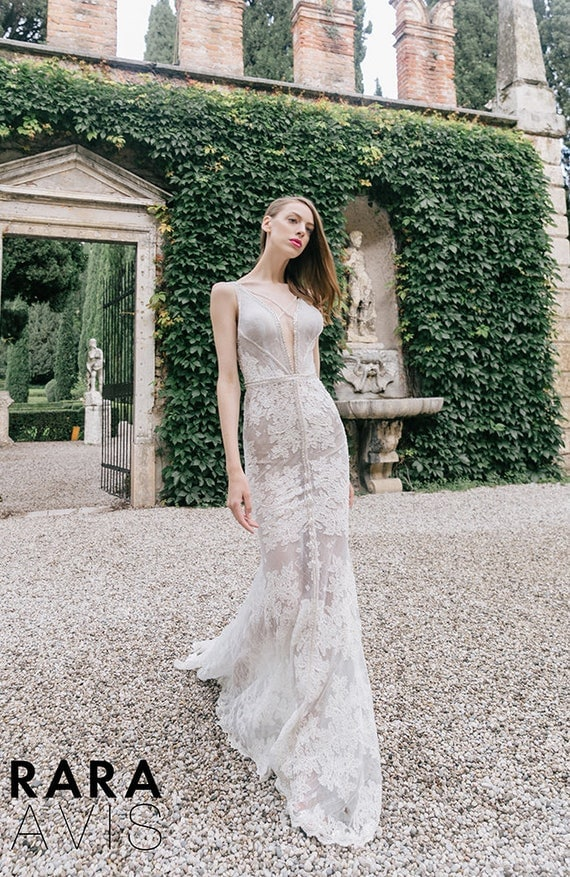 15 Show Stopping Rara Avis Wedding Dresses That Will Get Your Guests Talking