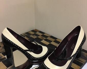 Via Spiga Vintage Mary Jane Leather Wing Tip Spectator Pumps Black White ITALY SZ 8M