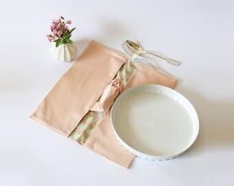 Sac à tarte rose pâle doublé liberty , porte tarte , sac pique nique , liberty of london , sac à tarte , sac à tarte pastel , rose, noël