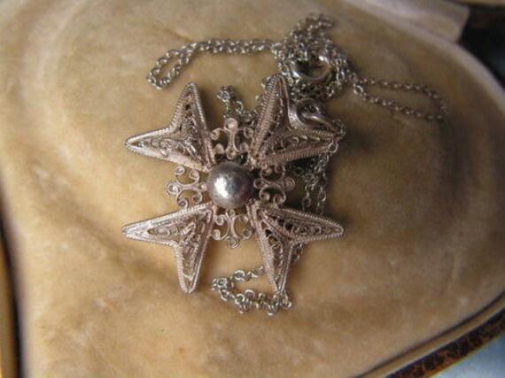 Lovely vintage sterling silver delicate filigree Maltese Cross pendant necklace