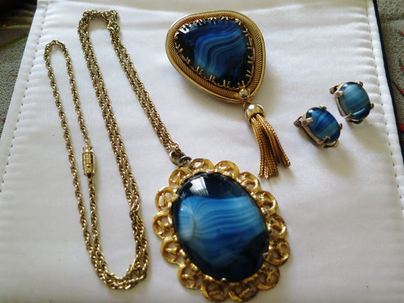 Beautiful vintage 1950s goldtone blue glass brooch, necklace and clip on earrings