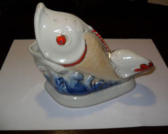 Fish ashtray is made in 1950.