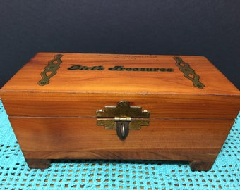 Girl's Treasures Cedar Souvenir Box from Slade, Kentucky, Natural Bridge State Park, Cedar Jewelry Box
