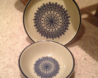 Beautiful cream and navy matching plate ans serving bowl