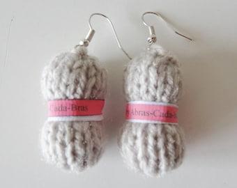 Earrings in the shape of beige yarn (customizable)