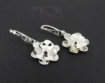 Daisy earrings Silver earrings Modern earrings Gift for her Spring gift Nature jewelry Botanical jewelry Handmade Springtime gift