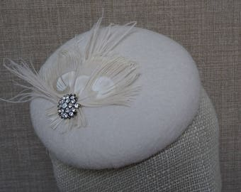 Bridal pillbox hat, mother of bride hat, button shaped fascinator, winter wedding , cream wool felt hat, vintage style headpiece - WH42