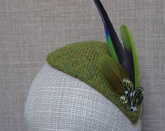 Parrot feathers fascinator, country party headwear, green teardrop hat, parrot lover gift, green cocktail hat, Harris tweed headpiece - PF24