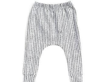 organic cotton baby leggings, gender neutral baby pants, monochrome baby pants, black and white pants, modern baby leggings