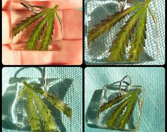Single real leaf pendant