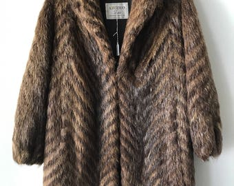 Stylish Mid Length Vintage Brown Genuine Nutria Fur Coat Trendy And Warm Women's Size Small.