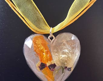 Dried flower resin Heart Necklace