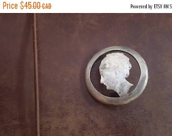 ON SALE Vintage 1923 Carved 'Queen's Head' Coin